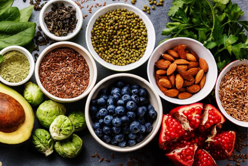 Cibi acidi e basici: come impostare un regime alimentare giusto per il nostro PH